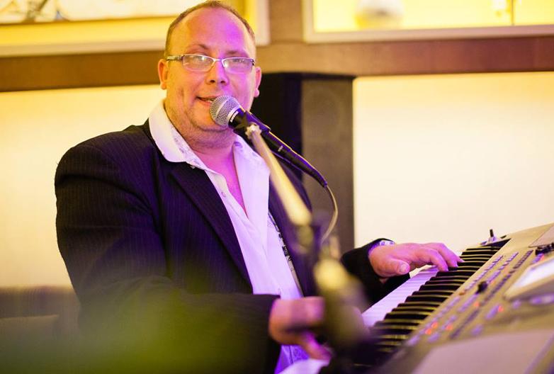 Zenész esküvőre - Mr. Retrocselli